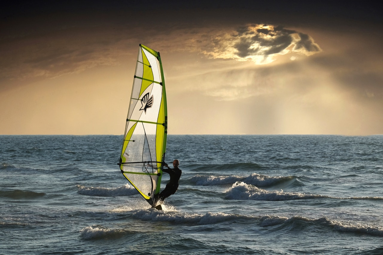 Surfer am Abend