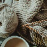 Flauschige Kleidung mit hochwertiger Wolle stricken