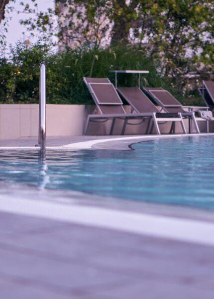 Poolleiter an Swimmingpool
